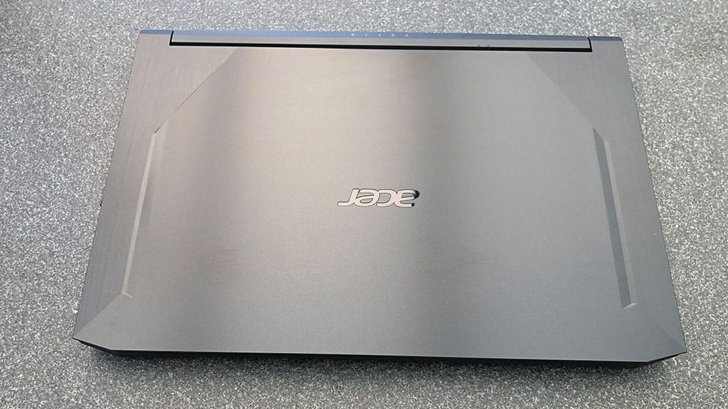 Acer Nitro 5 im Test zugeklappt