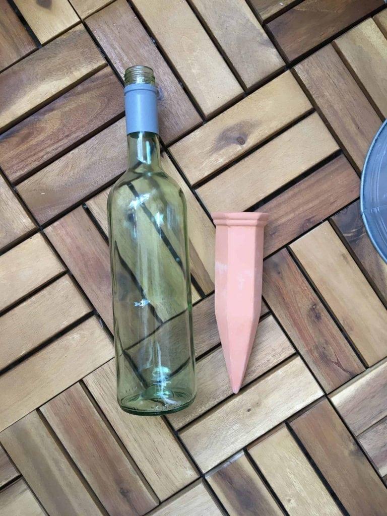 Die Tonköpfe sind 18cm lang, von innen hohl und passen auf jeden länglichen Flaschenhals. (Bild: IMTEST)