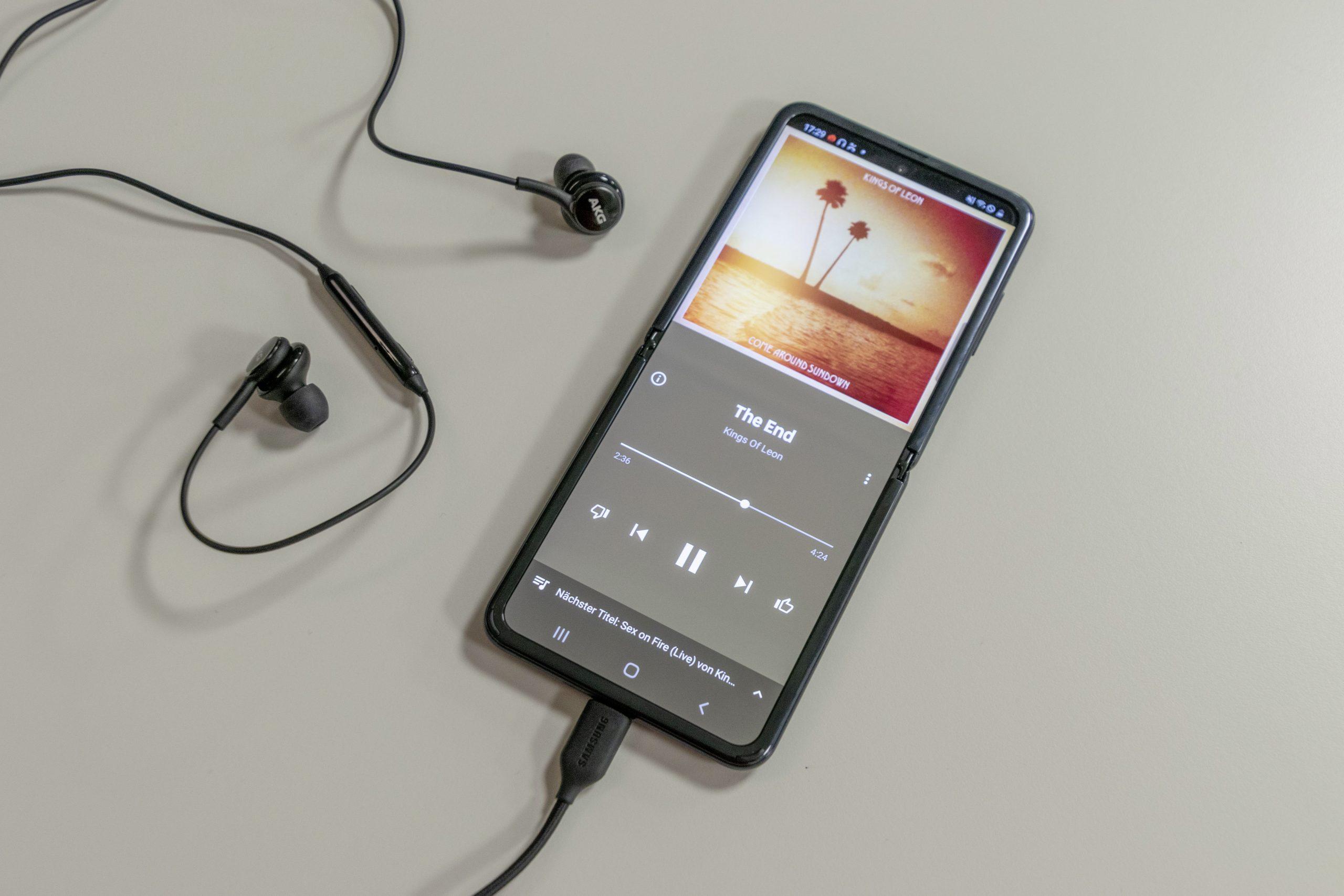 Musik wird auf dem Handy abgespielt