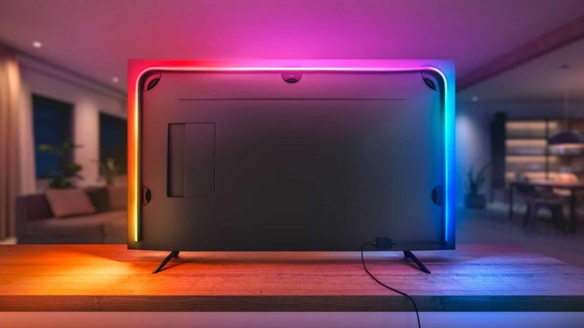 Fernseher-Rückseite mit Philips Hue Lightstrip