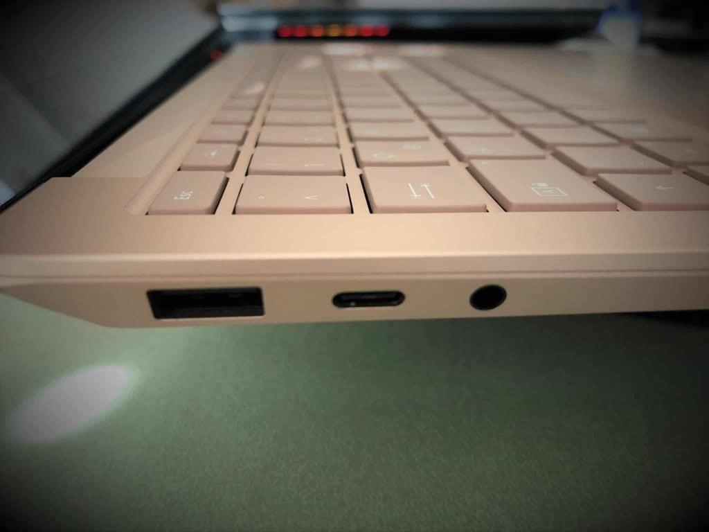Schnittstellen des Surface Laptop 3 im Test der Notebooks bis 1.500 Euro
