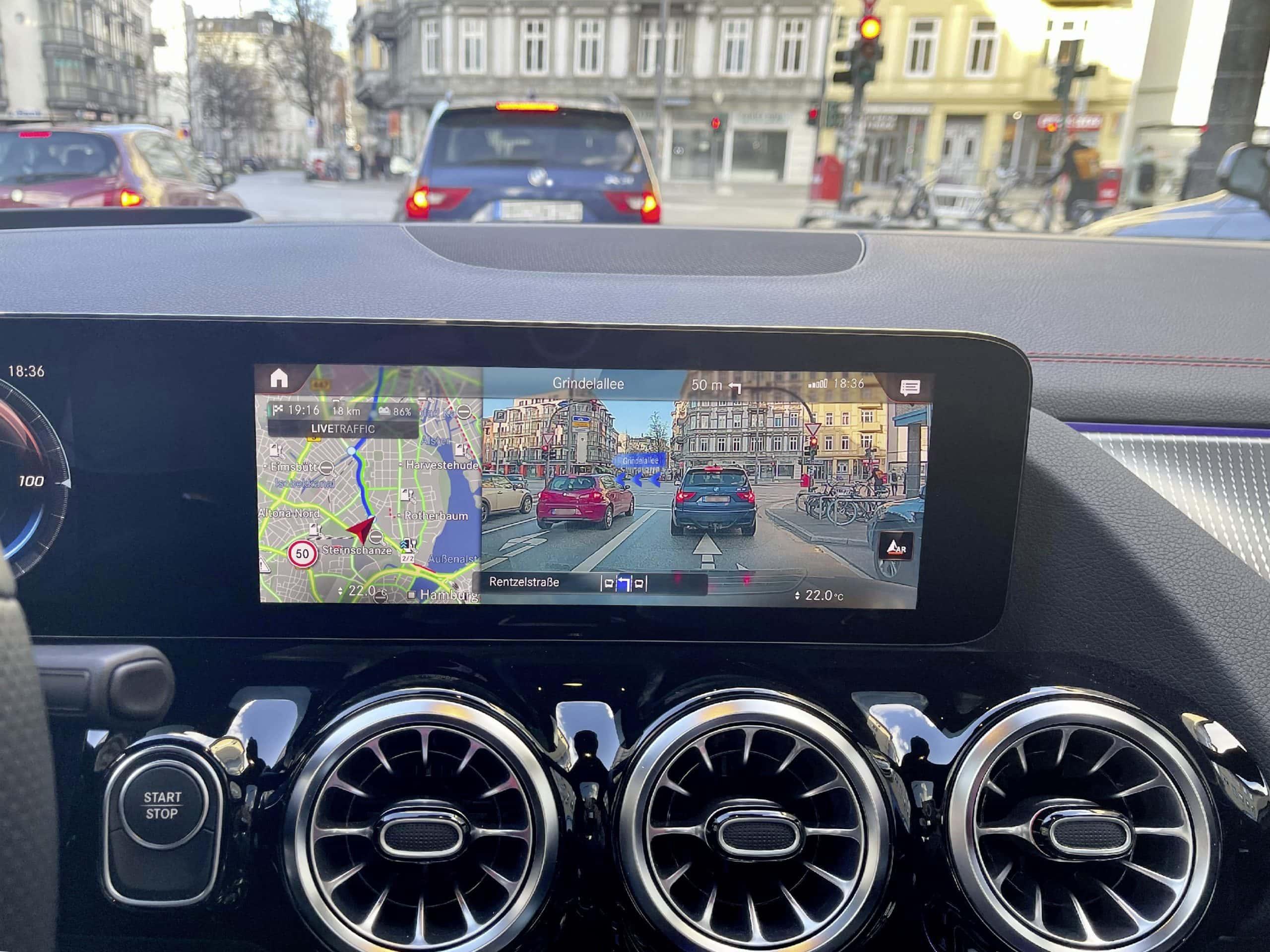Navigation: Die Richtungsangaben sowie Straßennamen werden in das Live-Bild projiziert.