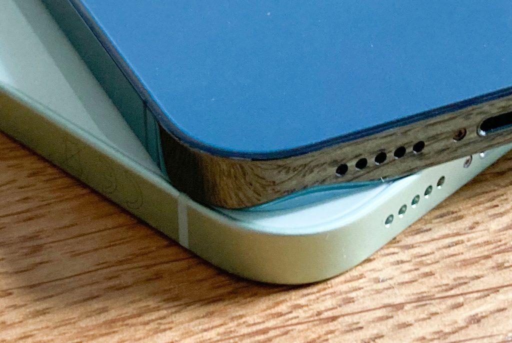 Das Design vom iPhone 12 markiert eine Abkehr vom abgerundeten Gehäuse früherer iPhones. (Bild: IMTEST)