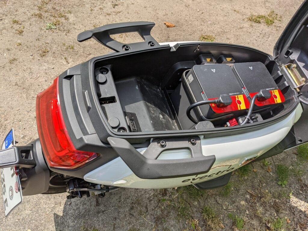 NIU MQi GT Kofferraum mit Akkus