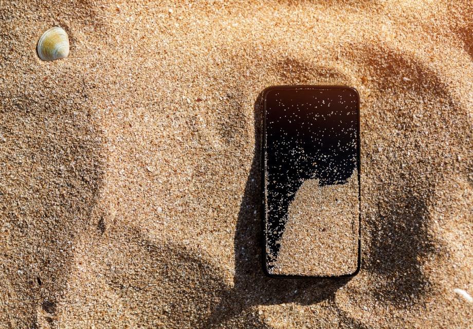 Sand kann das Smartphone beschädigen