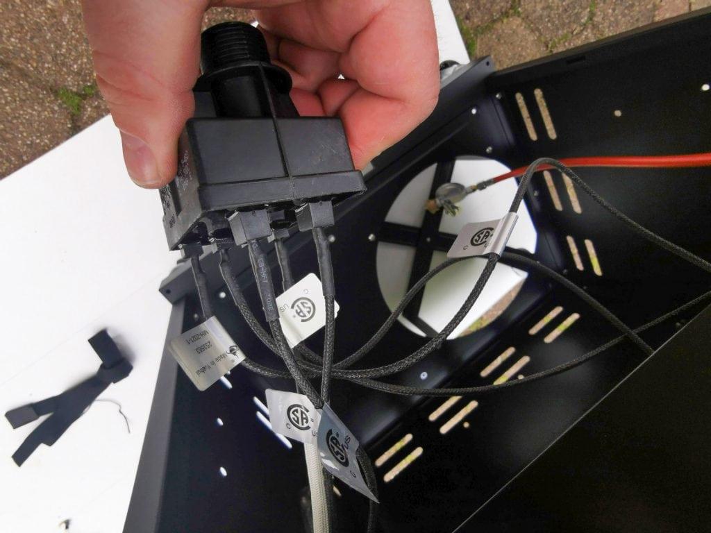 Gasgrill char Broil mit automatischem Zünder