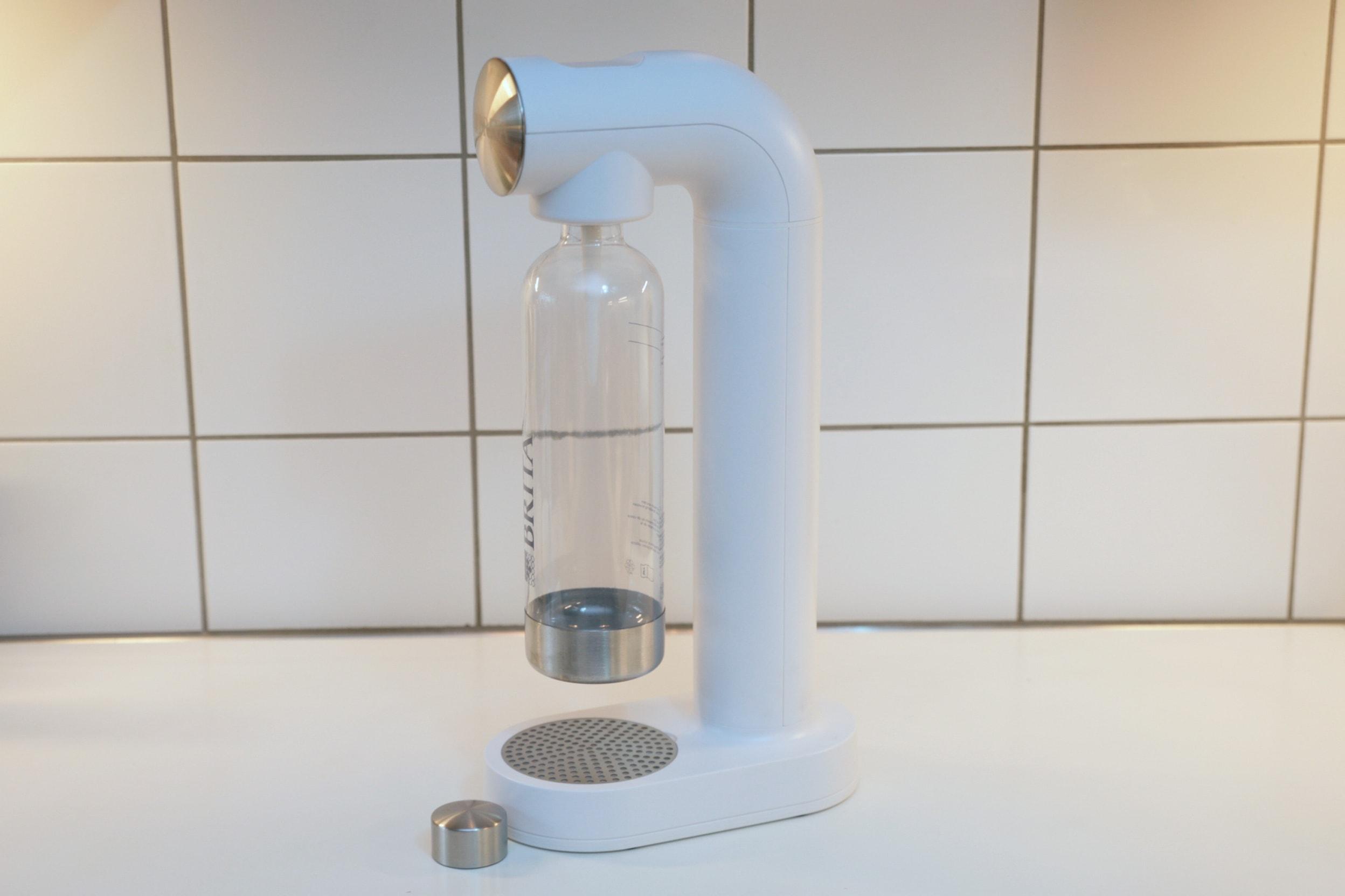 Britas Gerät mit Flasche in weiß