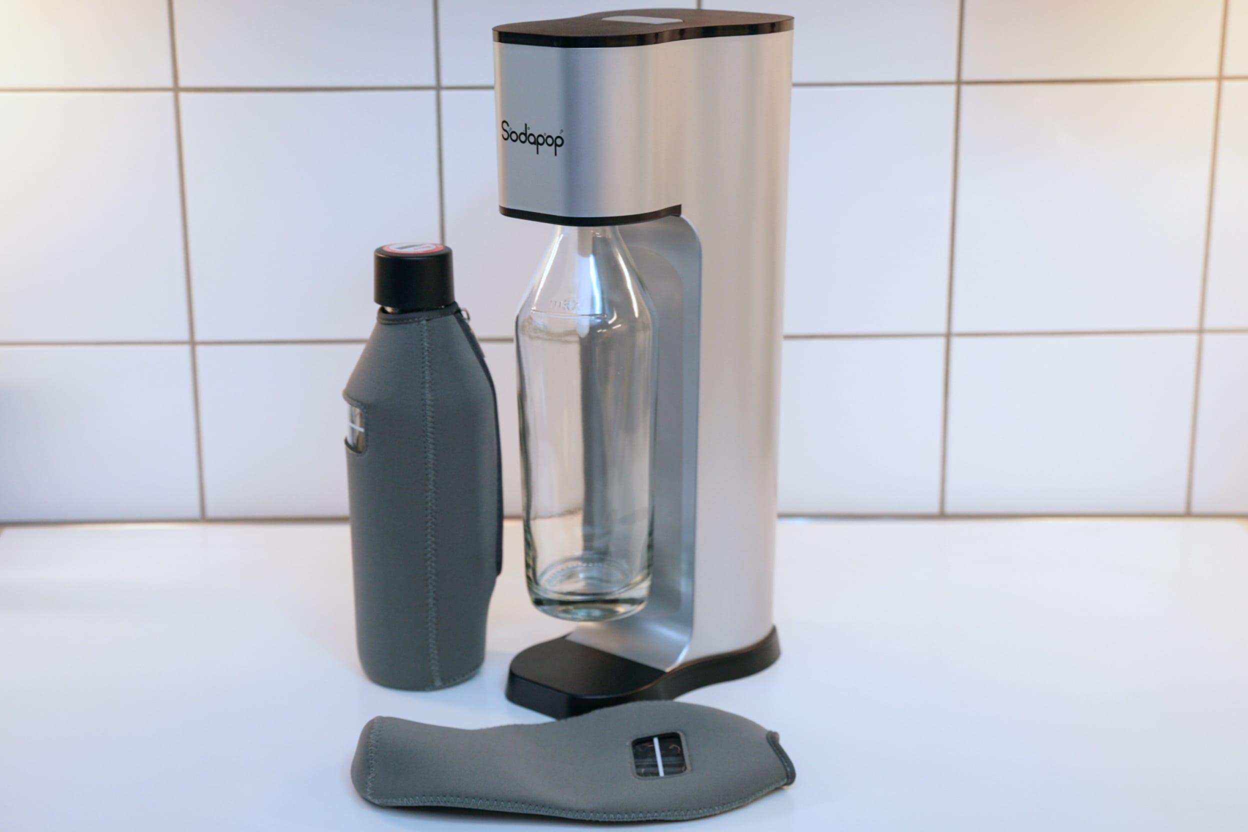 Sodapop mit zwei Flaschen samt Neoprenmanschette
