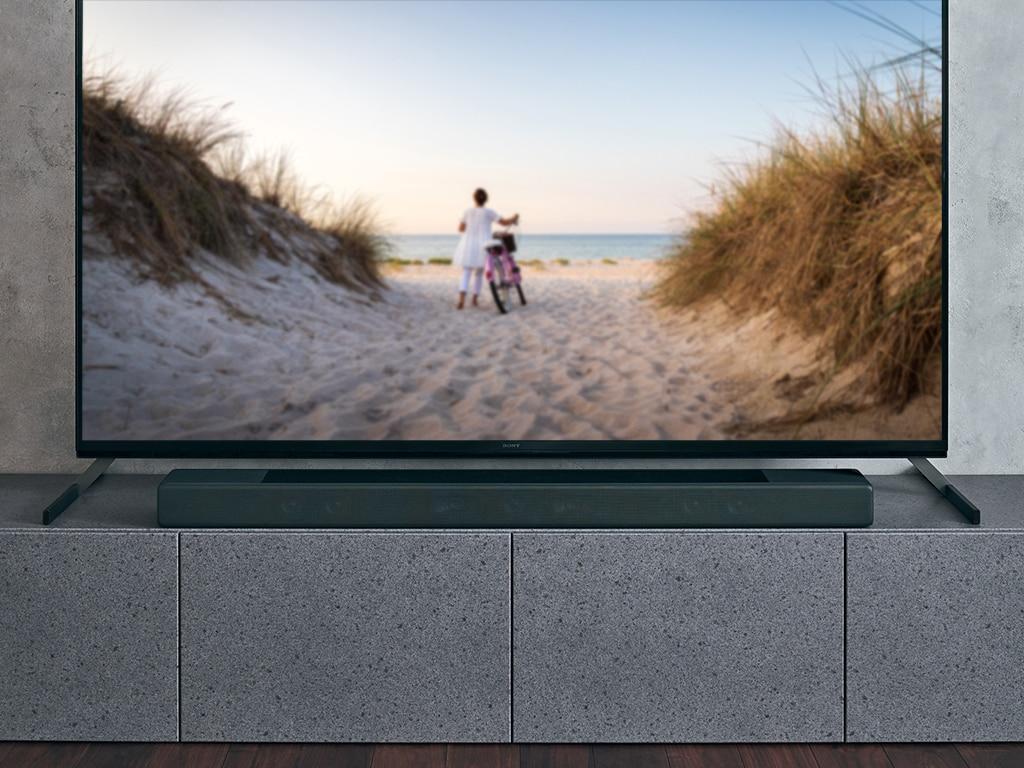 Eine Soundbar vor einem Fernseher