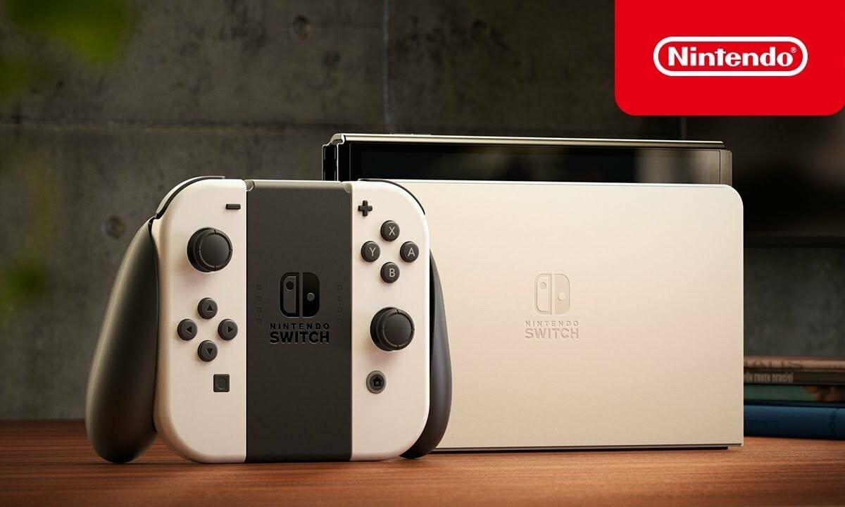 Nintendo Switch OLED-Modell auf Tisch.