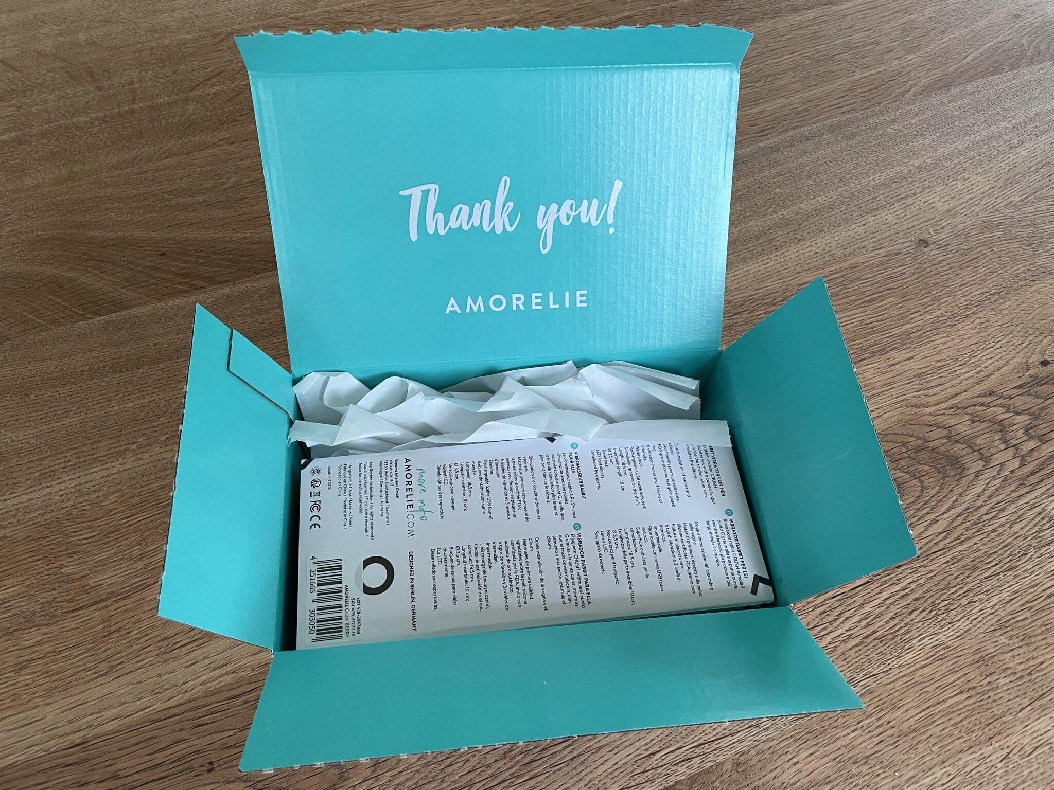Türkises geöffnetes Paket von Amorelie