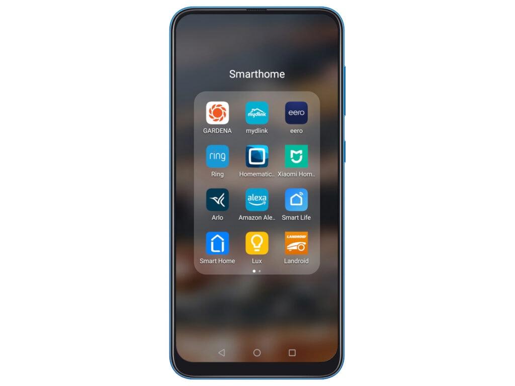 Handy mit App-Ordner auf weißem Hintergrund