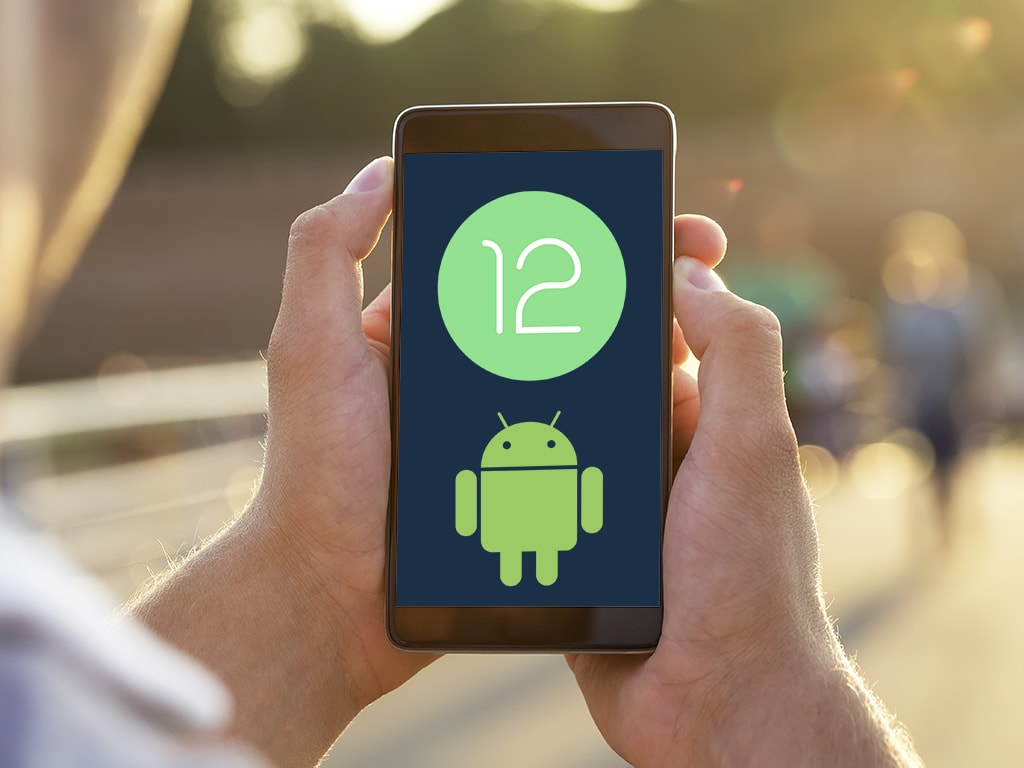 Android 12 in der Hand