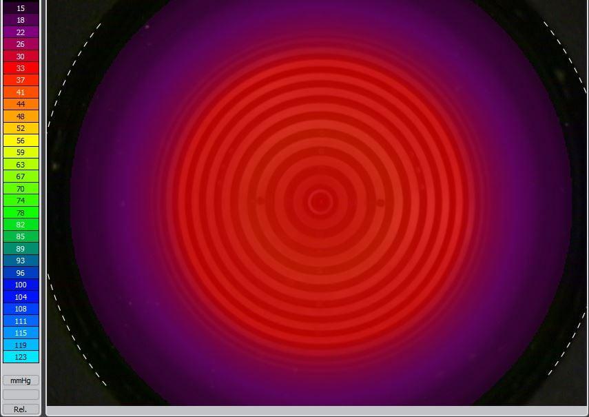 Roter leuchtender Kreis auf lila und schwarzem Grund, Farbstrahl links