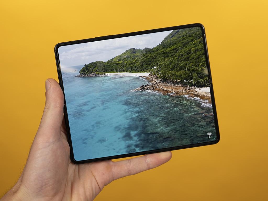 Samsung Galaxy Z Fold 3 5G Display mit Landschaft