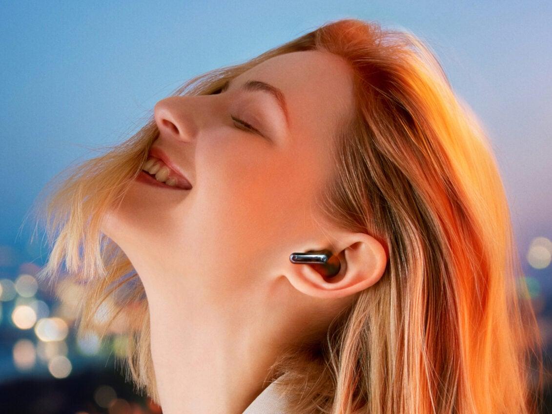 Eine Frau mit In-Ears.