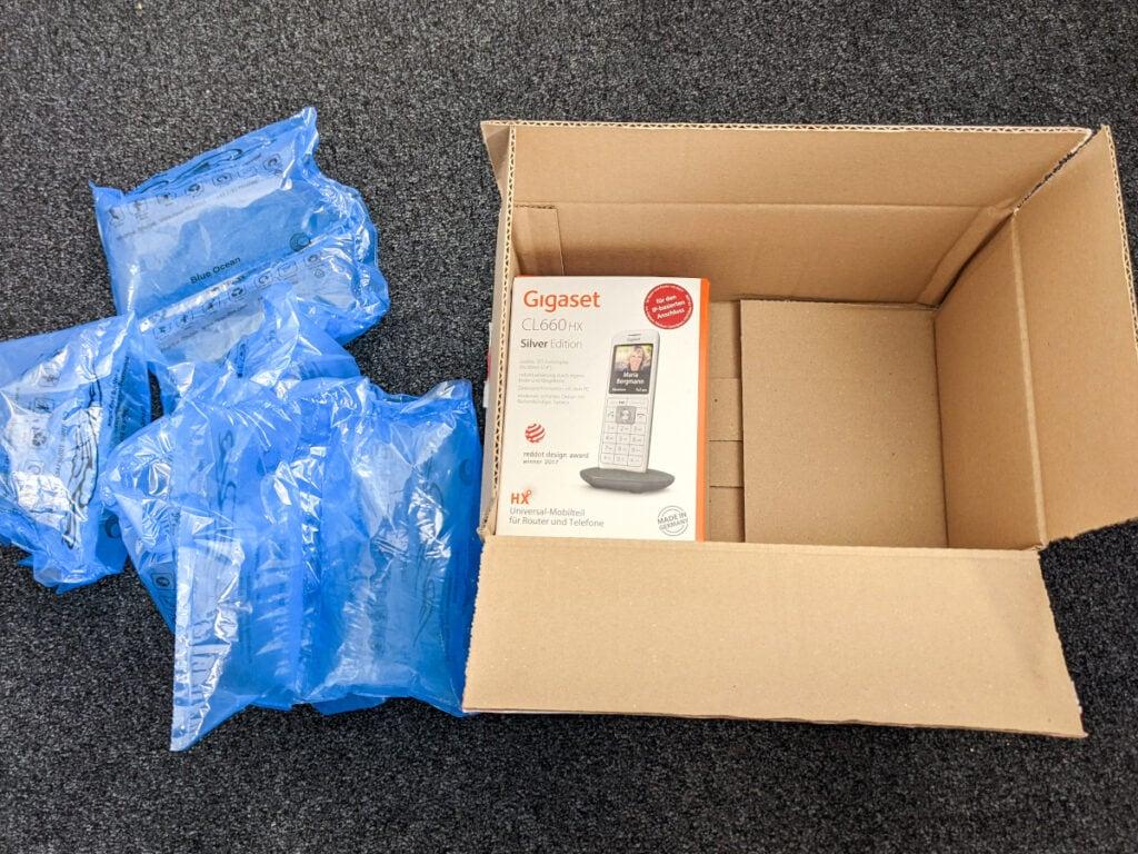 Großer Karton für kleines Produkt mit viel Verpackungsmüll