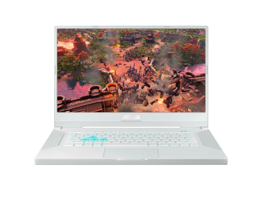 Asus TUF Dash F15 in weiß von vorne mit aufgeklapptem Bildschirm, der ein Spiel zeigt vor weißem Hintergrund
