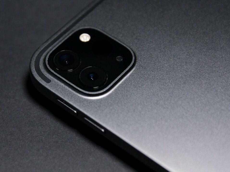 Die rückwärtige Kamera eines Smartphones.