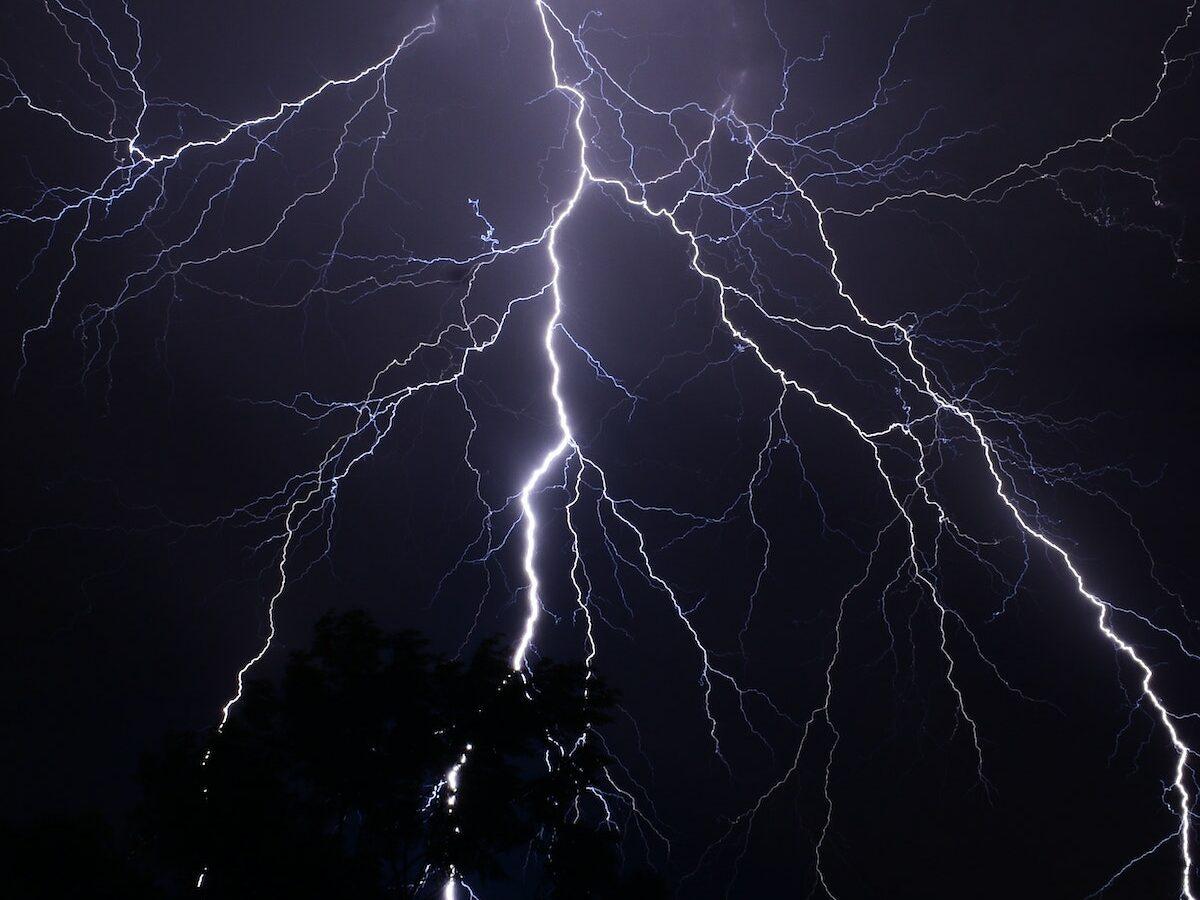 Ein Blitzschlag
