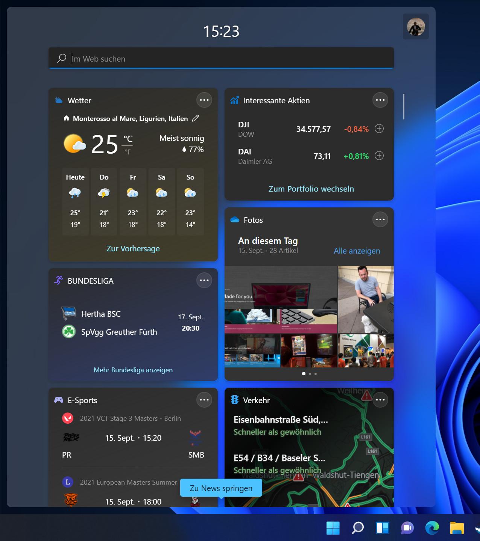 Screenshot blauer Hintergrund mit aufgeklapptem Kachelmenü