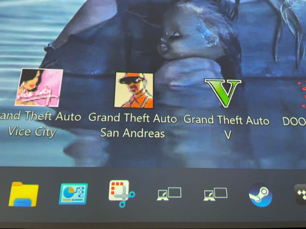 Screenshot von bespielter Leinwand mit Desktop von PC und Icons von Programmen und Spielen, dunkel blauer Hintergrund