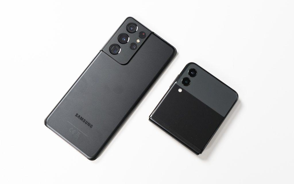 Samsung Galaxy Z Flip3 nebst Galaxy S21 Ultra