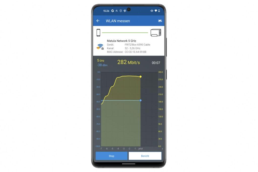 Smartphone zeigt App für FRITZ!Box mit gelbem Grafen
