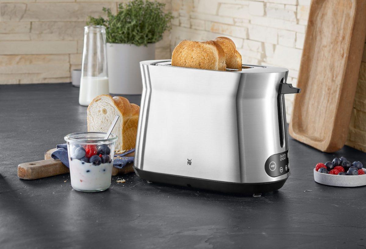 Ein Toaster auf einem Tisch