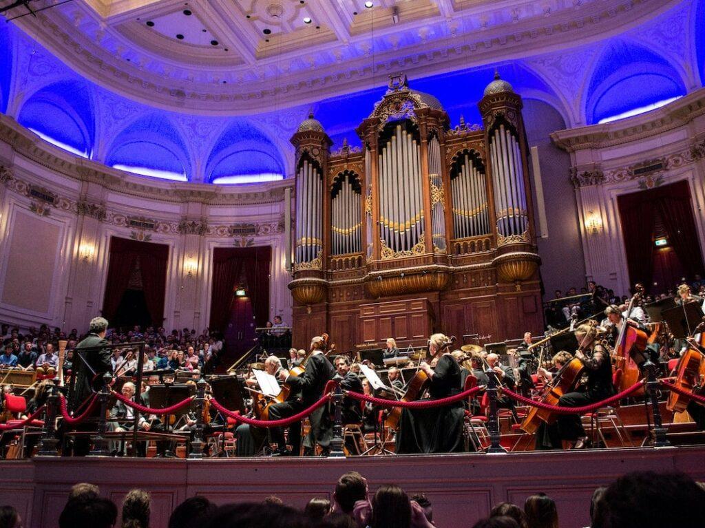 Ein Konzert in einer Kirche