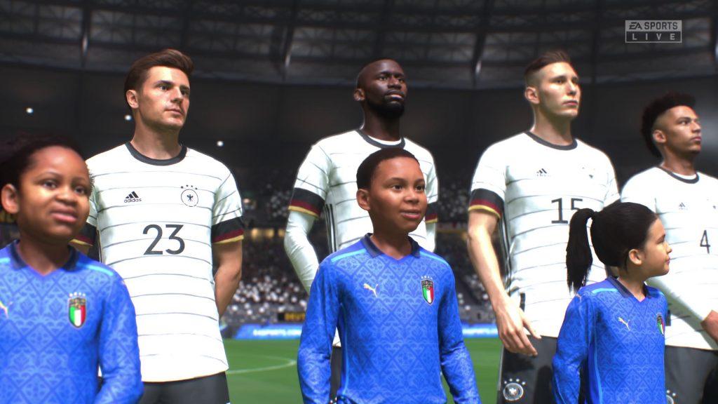 Screenshot Mannschaft in weißen Trikots in Reihe aufgestellt mit Jungen in blauen Trikots davor