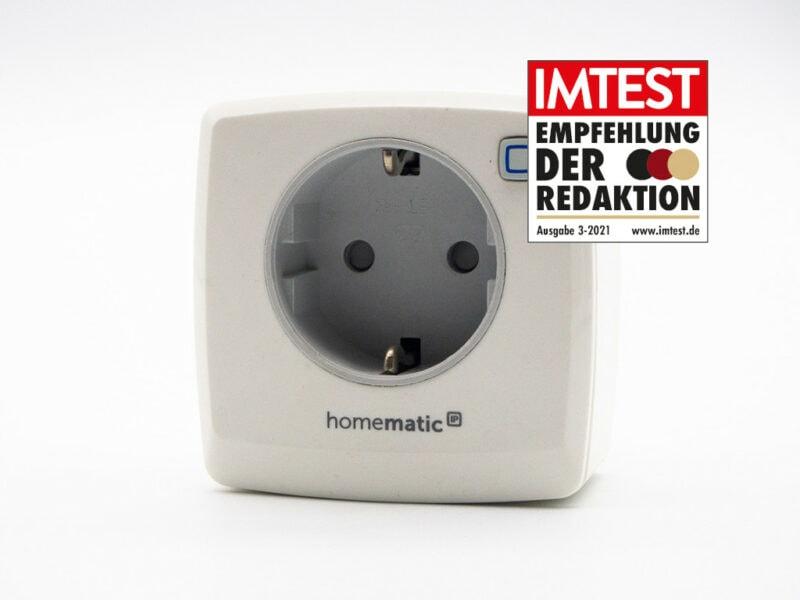 Rechteckige weiße Steckdose von Homematic mit IMTEST-Empfehlungssiegel auf weißem Hintergrund