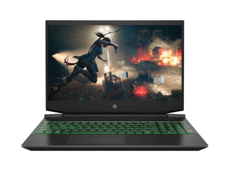 Schwarzes Notebook aufgeklappt von vorne mit grün leuchtender Tastatur und Spielebild auf Bildschirm auf weißem Hintergrund