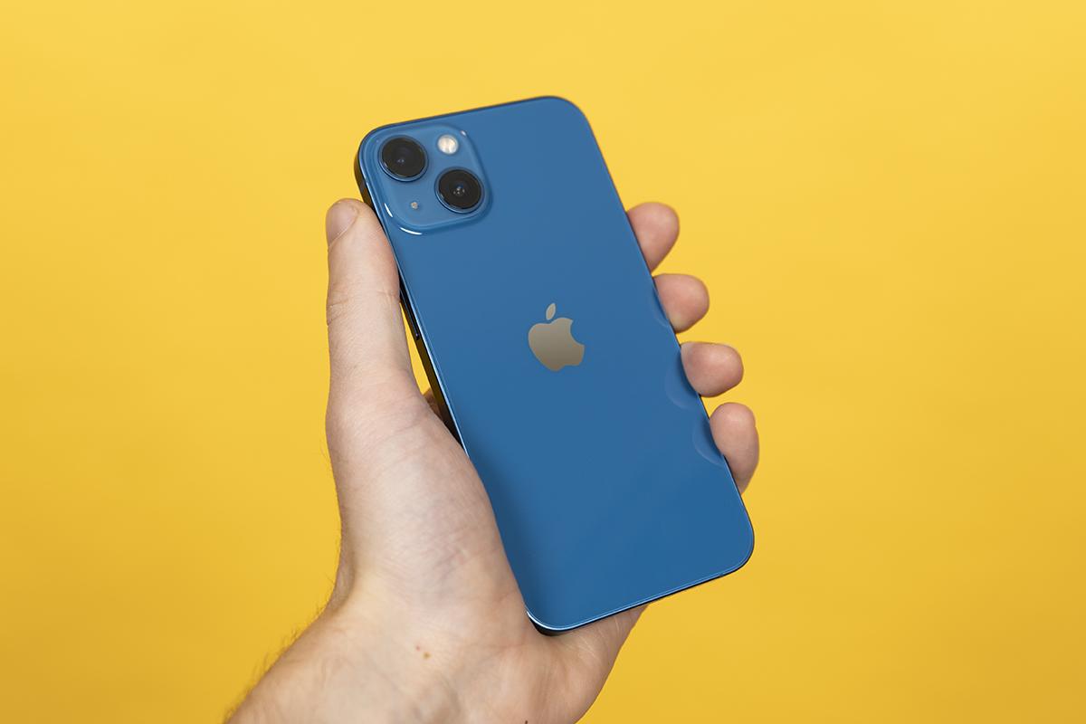 iPhone 13 in der neuen blauen Farbe