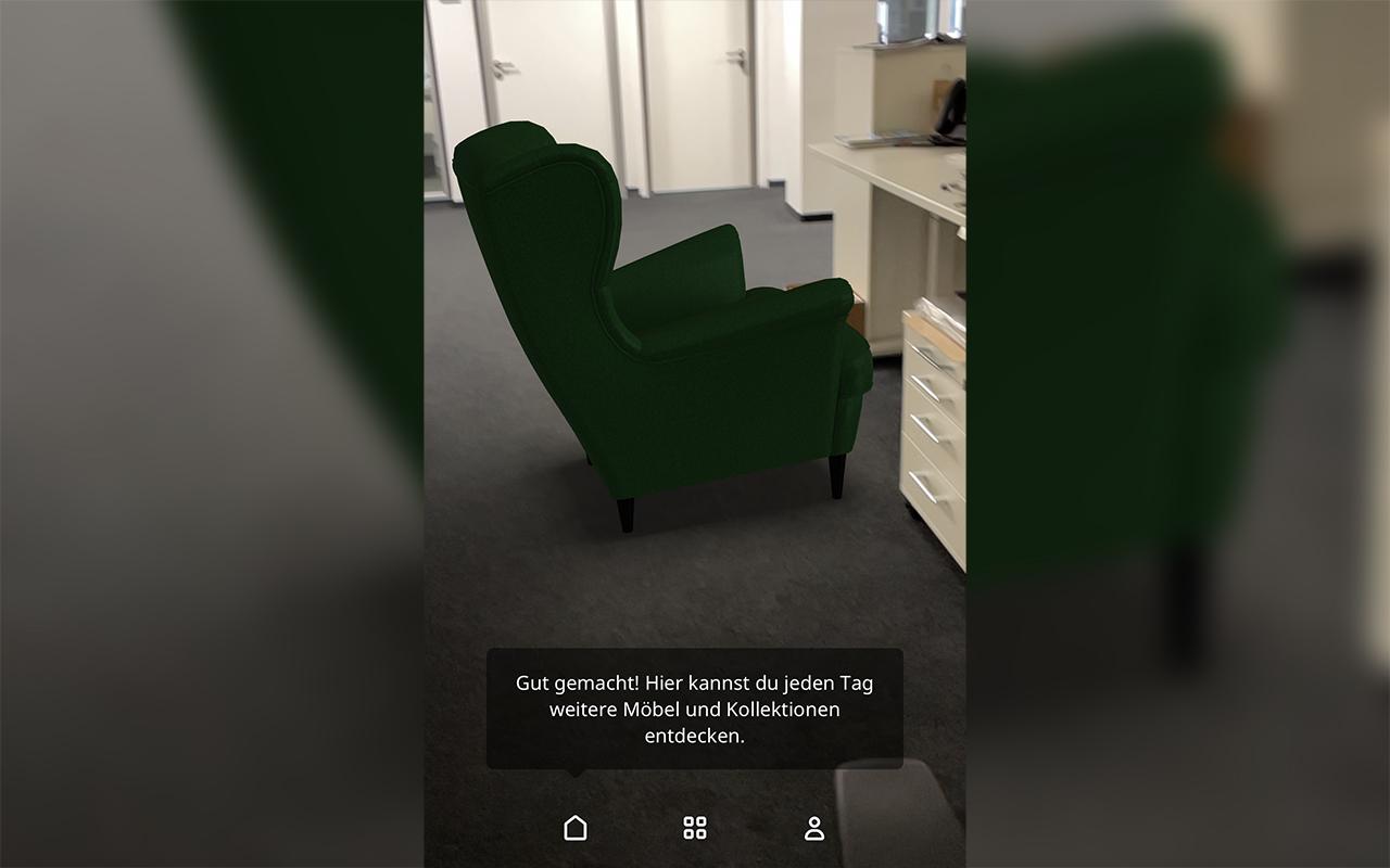 Ikea Place App Sofa vor Schreibtisch