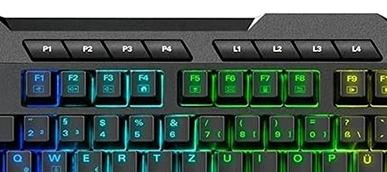 Detailaufnahme schwarze Tastatur mit blau und grün leuchtenden Tasten