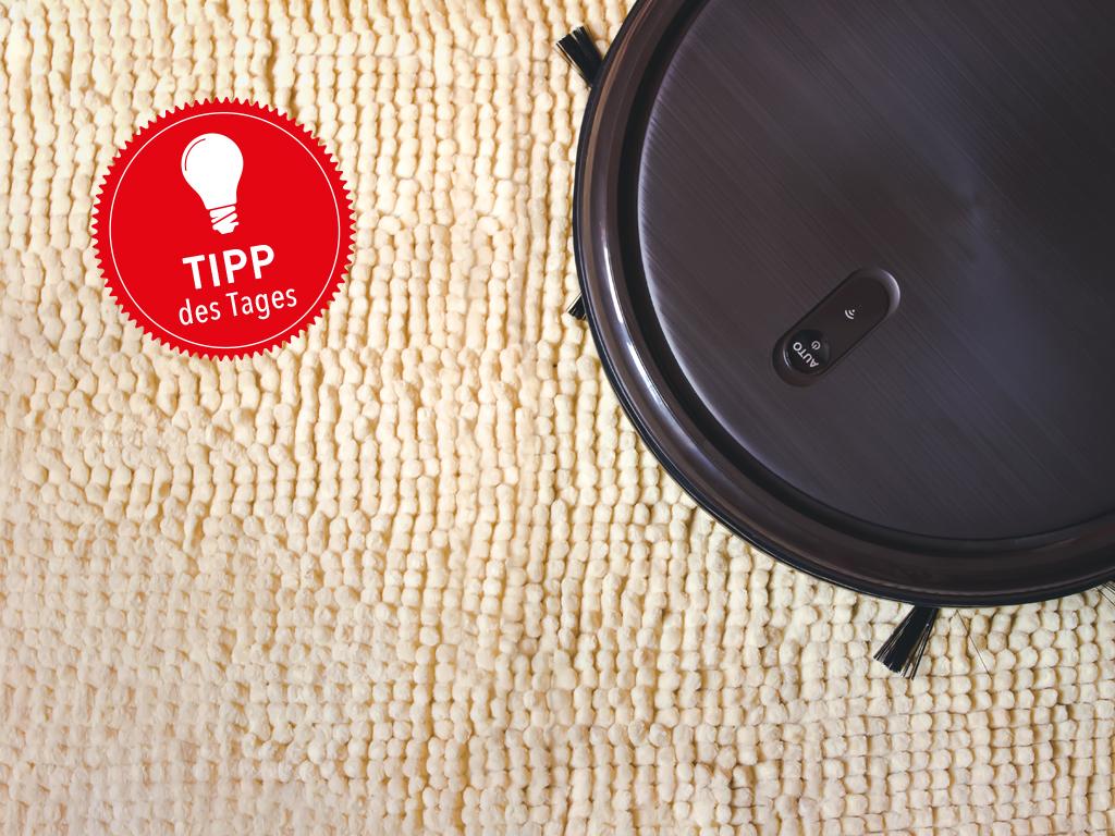 Staubsauger-Roboter saugt Teppich